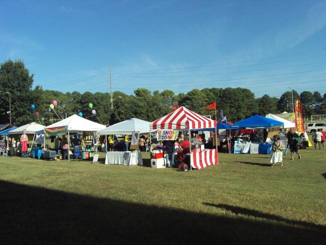 第10屆北阿拉巴馬州國際慶典活動,戶外展覽攤位。(記者陳幸蘋/攝影)