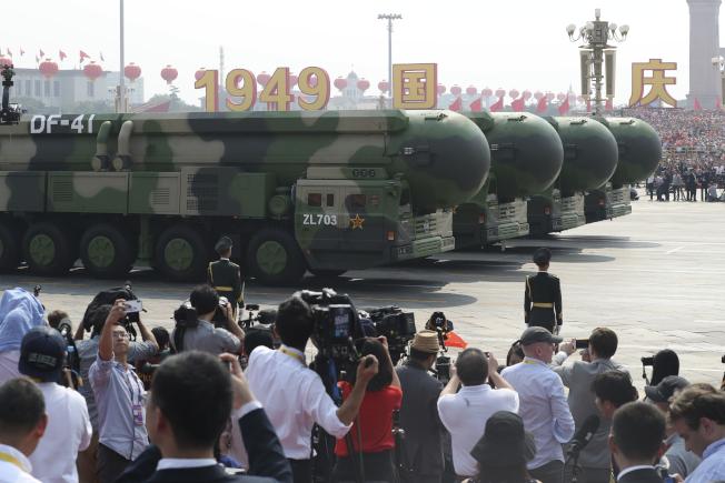 中共火箭軍戰略核導彈東風-41型,可攜帶約10枚分導式彈頭。(美聯社)