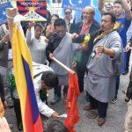反中共剝奪基本人權 抗議者聯合國燒毀五星旗
