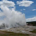 黃石公園老忠實噴泉 再傳遊客跌入嚴重燒傷