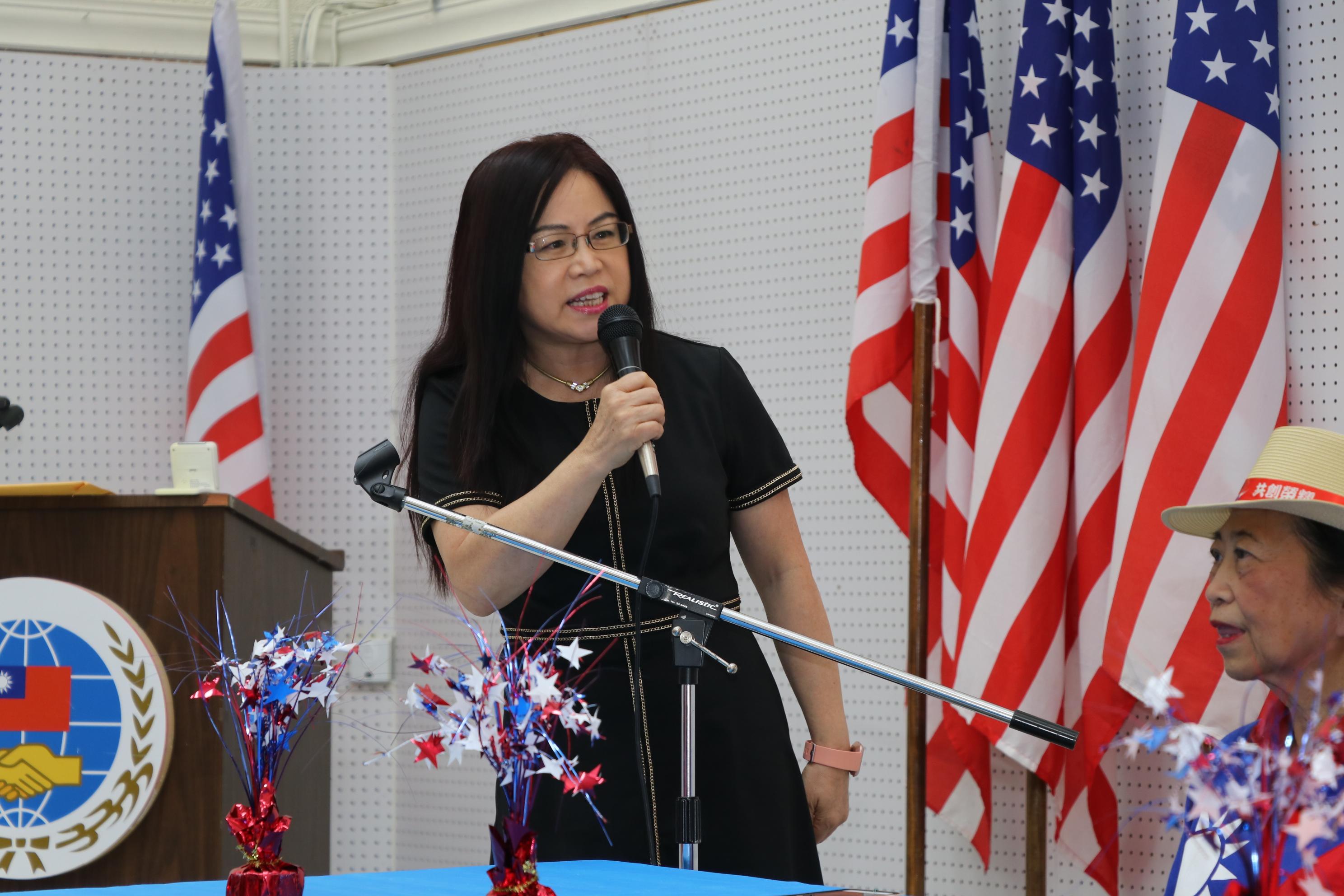 雙十國慶籌備會主委黃春蘭感謝賴李迎霞對國慶系列活動的支持。
