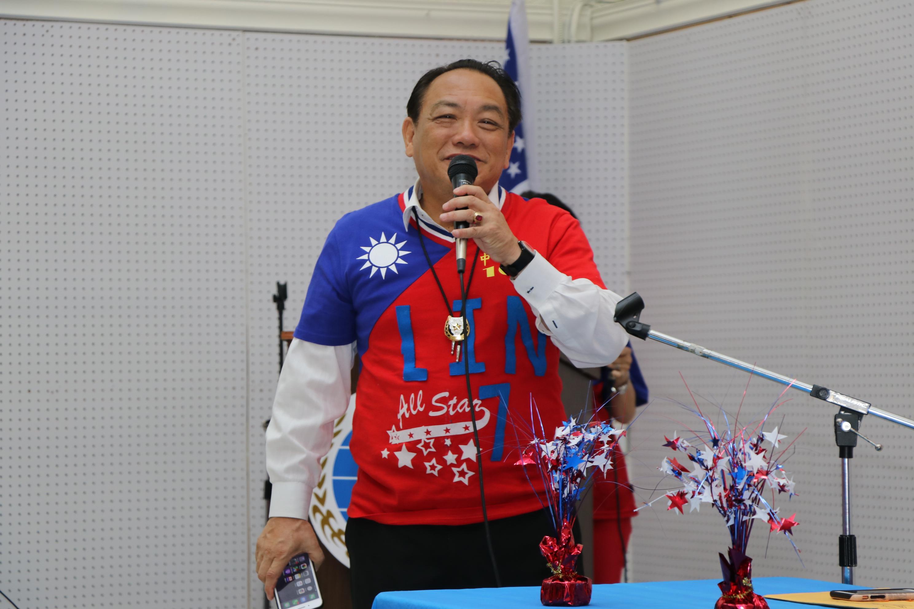 賴清陽人在海外心在祖國,40多年來時時關心國家的變化。