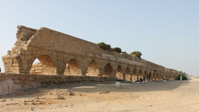 該撒利亞水道。