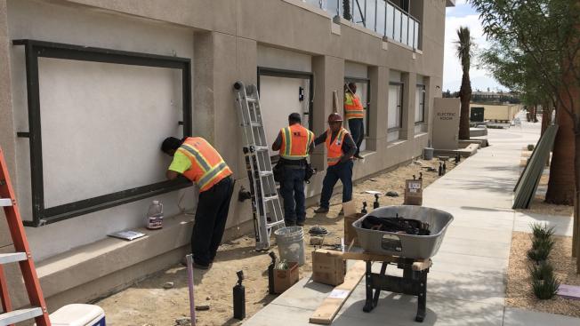 庫卡蒙加牧場市(Rancho Cucamonga)近日推出新建案The Resort ,占地廣達160英畝,工人正在趕工。(記者啟鉻/攝影)