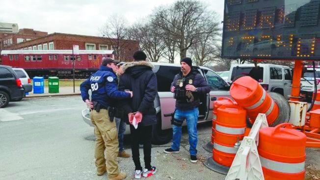 多個社區團體認為社區監獄計畫會無意中給ICE更多機會來追蹤或逮捕無證移民。(本報檔案照)