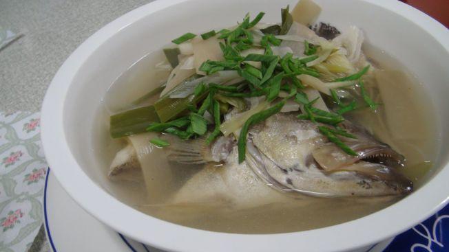 重病或術後病人需要補充營養卻經常沒有胃口,而清淡不油膩且營養價值高的魚湯是良好的滋補選擇之一。(本報資料照片)