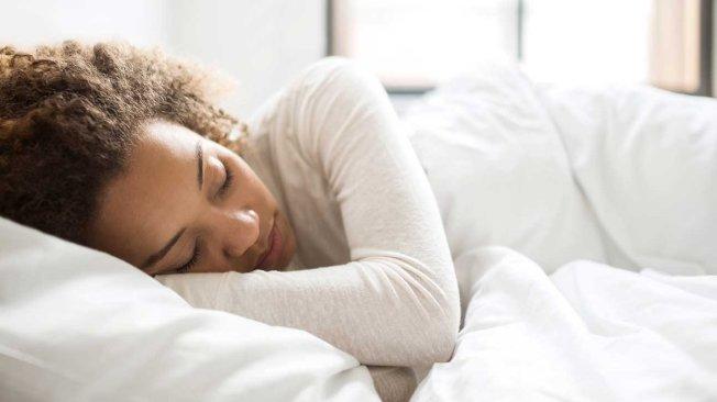 研究指出,周末補眠可能會傷害健康。(取自推特)