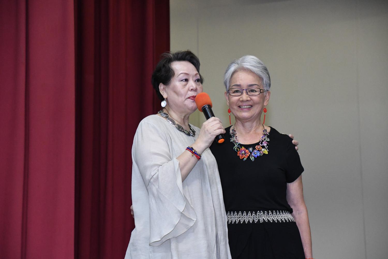 昔日群星會歌星孫永鳳(右)與主持人方海妮。