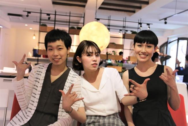 台灣年輕癌友Ruru、Ani及Mina(左起)不甘因生病被視為負債,平均年齡30歲的她們合力打造「我們都有病」。(圖/我們都有病提供)