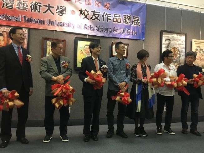 國立台灣藝術大學南加校友會舉辦年度藝術展,5日下午揭幕剪綵。(記者謝雨珊/攝影)