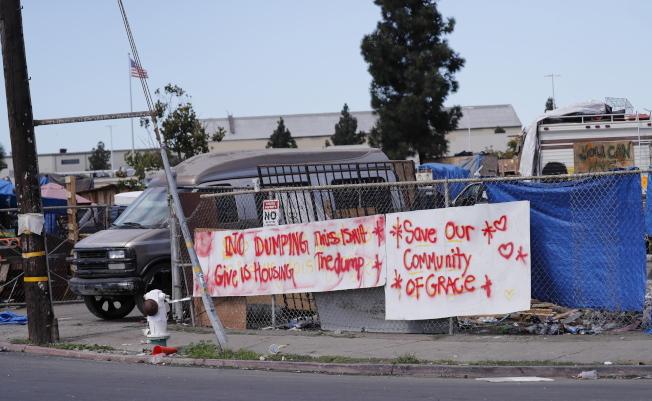 加州游民问题严重,图为北加州屋仑(奥克兰)的游民帐篷区。(欧新社)