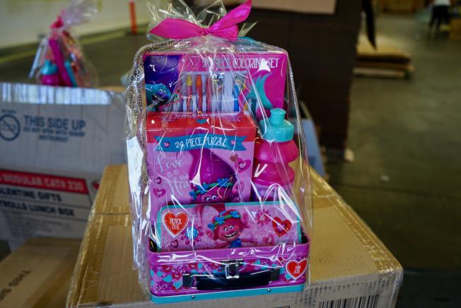 節日禮品袋是Mega Toys主營商品之一。(記者陳開/攝影)