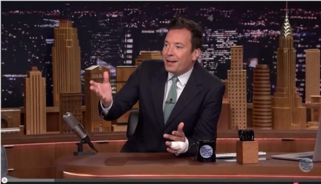主持人吉米法倫曾遭受「戒指撕裂傷」。(視頻截圖)