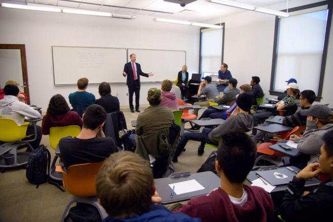 課業表現是美國大學生的主要壓力來源之一。(Getty Images)