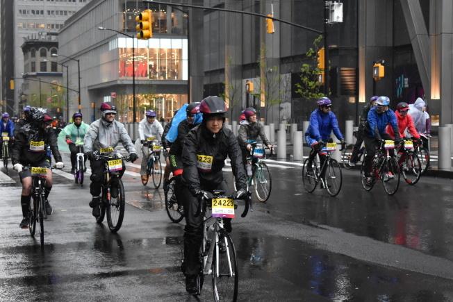 全市自行车命案频发,大量民众发起骑行活动倡导保护自行车骑士安全。(本报档案照)