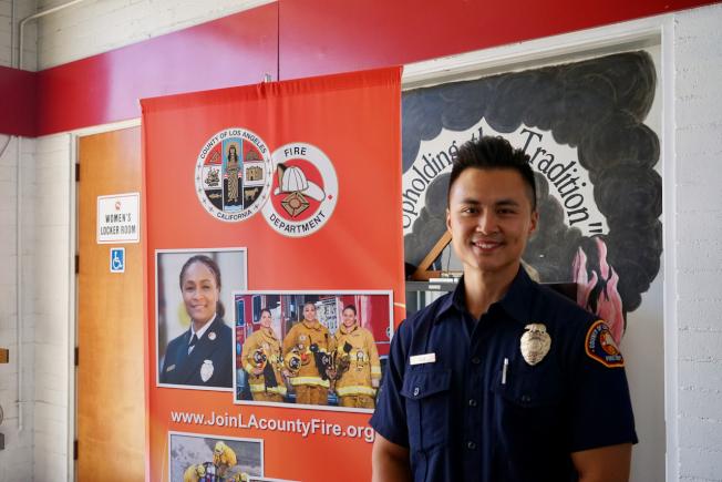 洛杉磯縣消防局消防員盧宏恩呼籲更多華人加入消防員隊伍。(記者陳開/攝影)