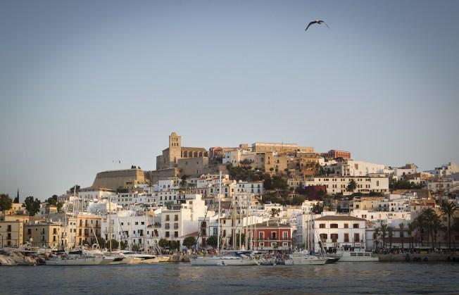 一對夫妻在Airbnb訂下西班牙度假勝地伊比薩島(見圖)一間評比四顆星的超豪華別墅,抵達目的地時才發現,根本就沒有這間別墅。(Getty Images)