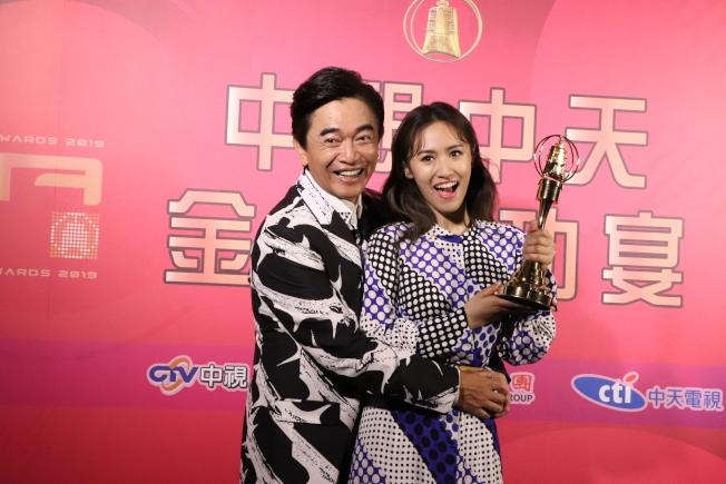 吳宗憲(左)落敗,女兒吳姍儒大勝,他的心情很兩極。(圖:中天提供)