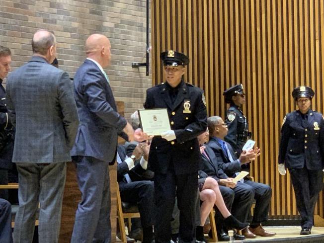 华裔警员龚伟伦晋升为警探。(记者和钊宇/摄影)