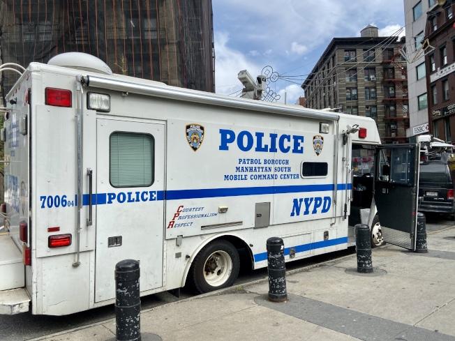 紐約市警增派警力巡邏華埠。(記者鄭怡嫣 / 攝影)