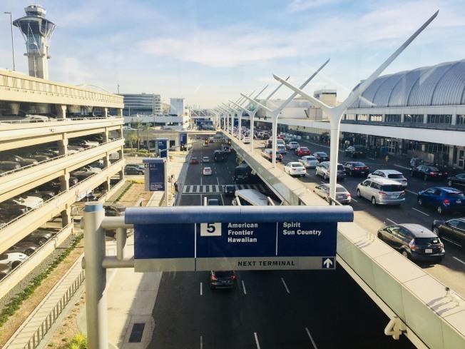 洛杉磯國際機場U型航站樓。(記者尚穎/攝影)