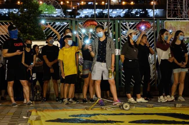 港府實施「禁蒙面法」後第四天,反送中示威者依然不服上街示威。 (Getty Images)