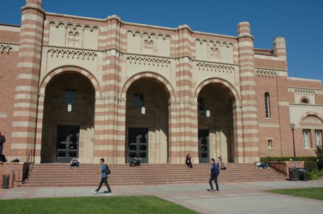 UCLA著名地標Royce Hall大禮堂。(記者丁曙/攝影)