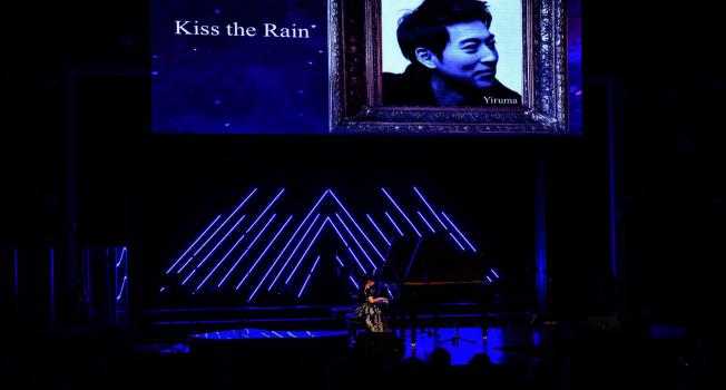 黃以欣演奏彈奏南韓新世紀音樂鋼琴家與作曲家李閏珉(Yiruma)的名曲雨的印記。(Patrick Wong攝影)