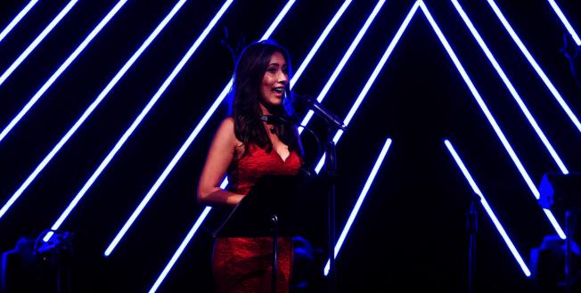 奧蘭多6號電視台(WKPMG)主播Carolina Cardona主持音樂會。(Patrick Wong攝影)