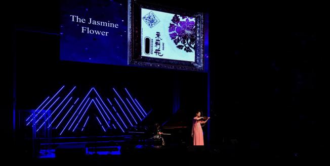 黃以欣(左)與Alexandra Parsons小提琴二重奏茉莉花。(Patrick Wong攝影)