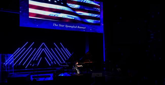 黃以欣慈善音樂會以演奏星條旗永不落的國歌開場。(Patrick Wong攝影)