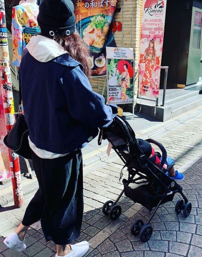張柏芝帶著小兒子到日本提前慶祝周歲生日。(取材自Instagram)