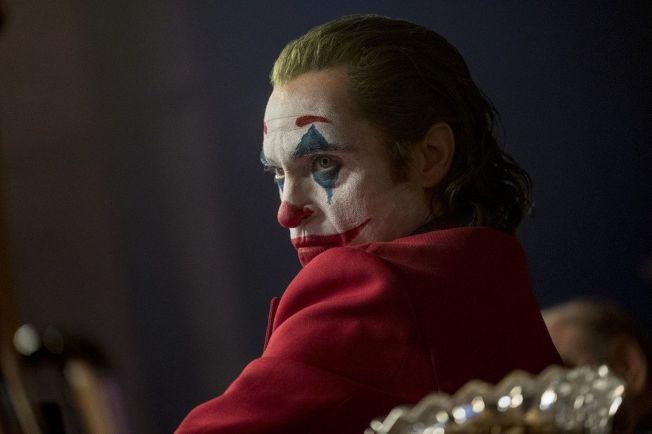 「小丑」上映以來評價、票房皆破紀錄,全球首周票房大破2.34億。(圖:華納兄弟提供)
