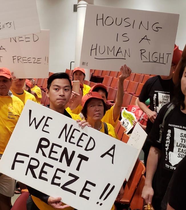 葉偉(持牌者)說,亞平會一直在幫助低收入租戶捍衛自己的權利。(圖:亞平會提供)