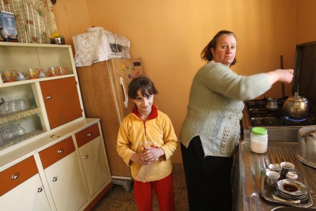 新法規定,如果租戶有學齡兒童,還要考慮到兒童的上學問題。(Getty Images)