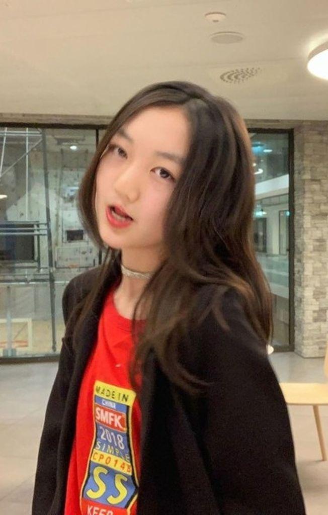 化了妝的李嫣完全看不出來才13歲。(取材自微博)