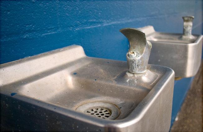 新州許多公立學校的飲用水設備年久老化,水質堪憂。(Flickr)