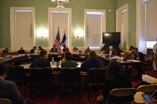 市議會移民委員會和心理健康、殘疾和成癮委員會,8日在市議會針對市府單位對移民心理健康服務召開公聽。(記者顏嘉瑩/攝影)