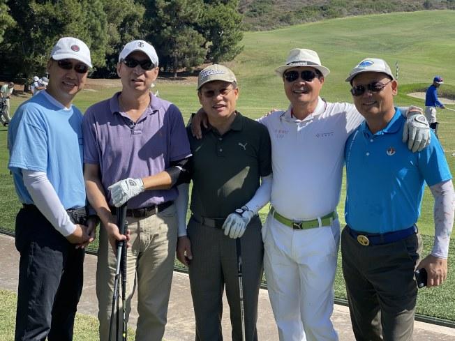 來自洛杉磯快樂鄉村高爾夫俱樂部的球員。(記者尚穎/攝影)