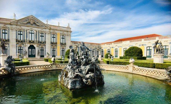 克魯茲國家宮殿前。