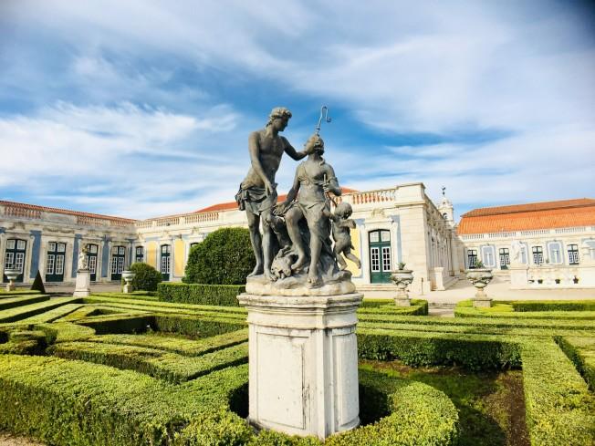 克魯茲國家宮公園內雕像。