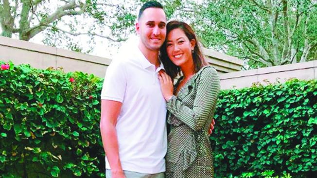 高球美女魏聖美(右)與夫婿威斯特(Jonnie West)在舊金山置產。(圖取自魏聖美IG)