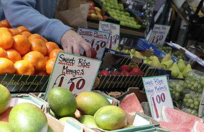 研究顯示,多吃蔬果和穀物,有助降低乳癌致死風險。(美聯社)