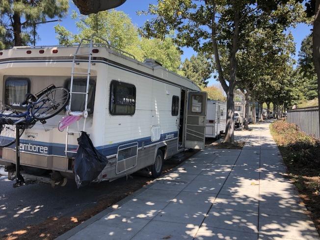 灣區許多居民無法負擔居住成本,成為露營車族或無家可歸者,山景城市議會希望Google能提供更多資源解決遊民問題。(記者林亞歆/攝影)