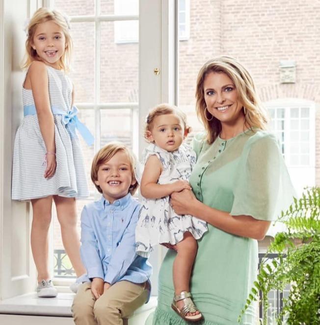 瑞典王室瑪德琳公主育有的兩女一子皆從王室成員中除名,她表示贊成,認為這項決定將給予他的孩子未來更多自由。(取材自臉書)