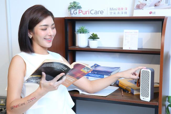 LG推出PuriCare Mini隨身淨空氣清淨機,以滿足消費者隨時、隨地的空氣淨化功能。(圖:LG提供)