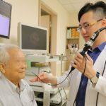 喉嚨卡卡、說話突然有磁性…老菸槍確診喉癌