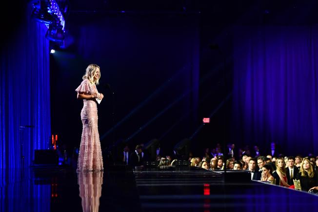 凱莉‧庫柯在評論家選擇獎舞台上。(Getty Images)