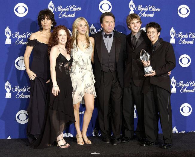 凱莉‧庫柯(左三)曾與已故資深影星約翰‧瑞特(右三)飾演父女。(Getty Images)