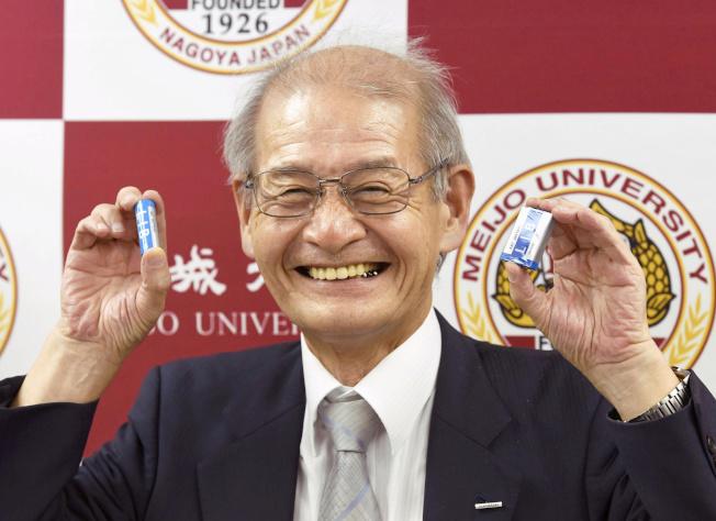 日本學者吉野彰獲頒諾貝爾化學獎,圖為他2017年出席表揚活動。路透